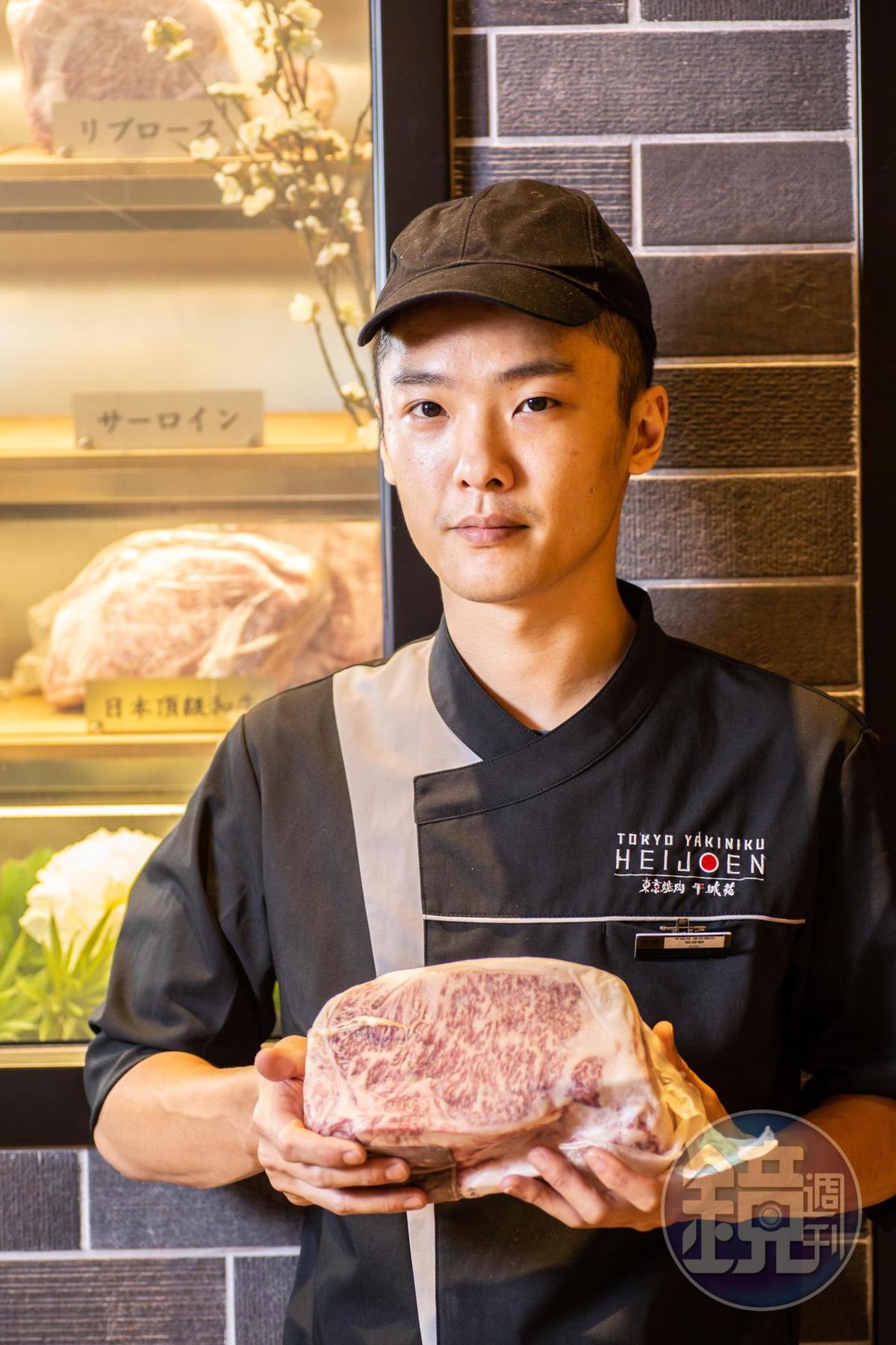 副料理長張修毓擁有豐富處理肉品經驗。
