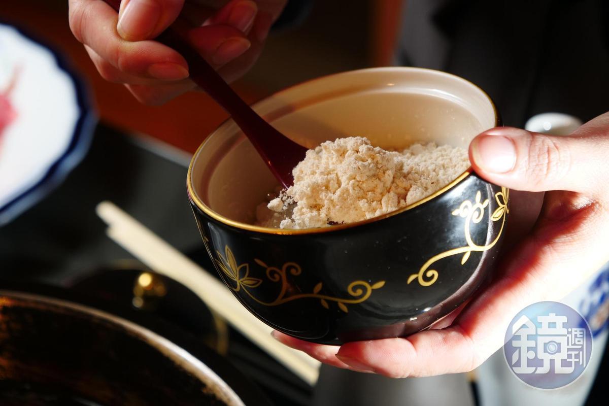 正宗壽喜燒做法得先炒糖,樂軒用高價的「和三盆糖」帶出纖細甜味。