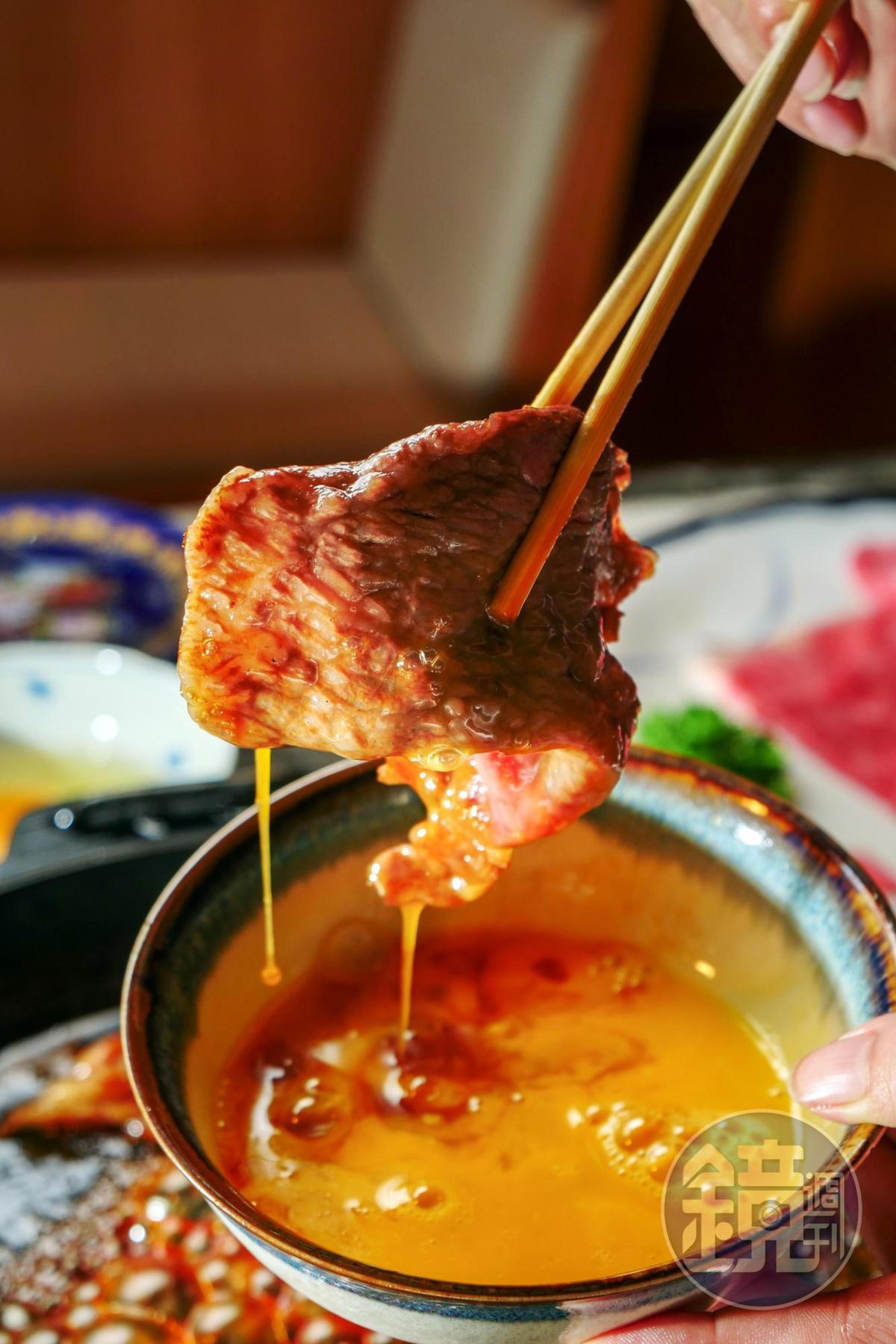 蘸上蛋液吃的飽滿滋味,讓人暫時忘了關東風壽喜燒。