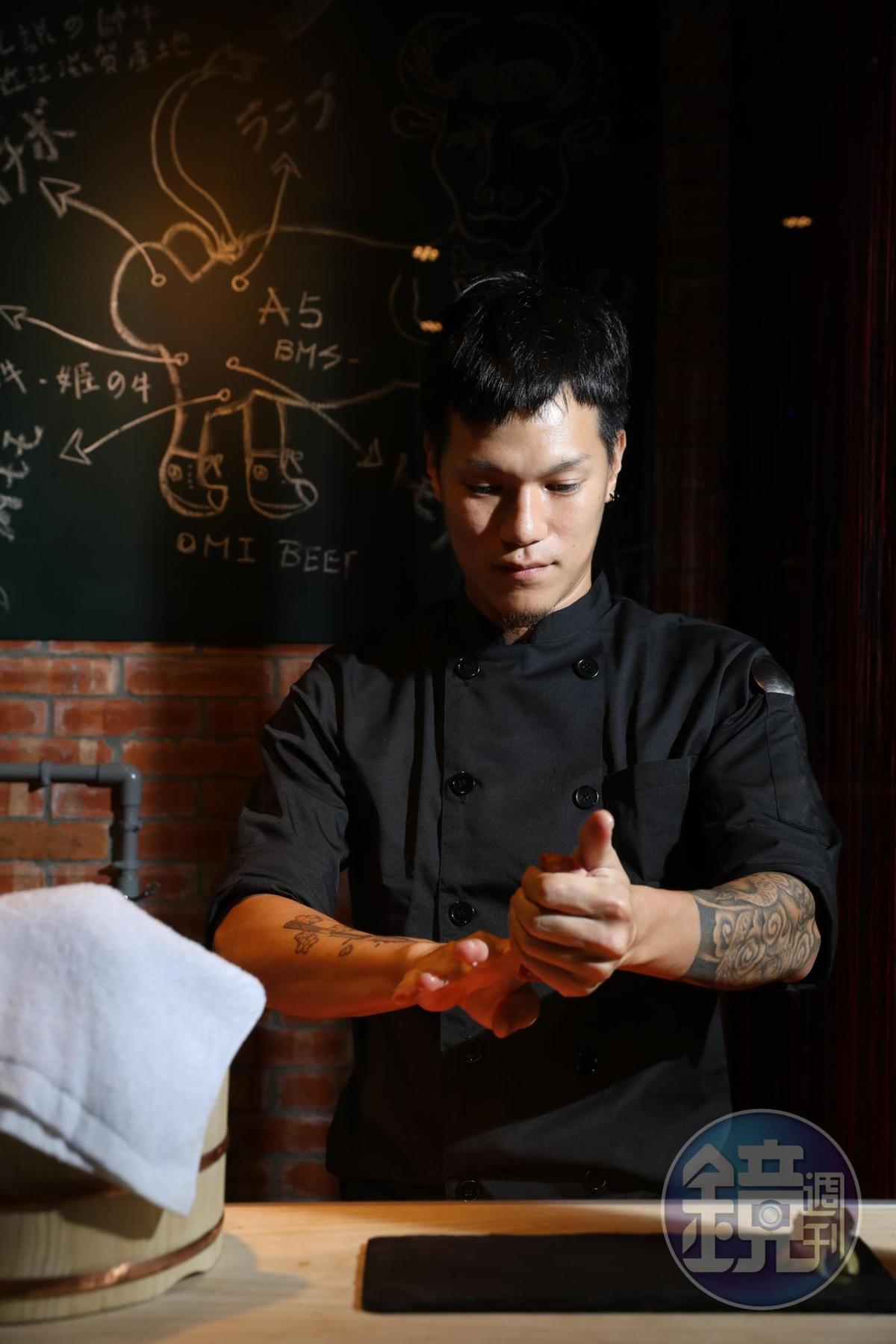 主廚Bruce融合日式與西式手法大玩近江牛創意料理。