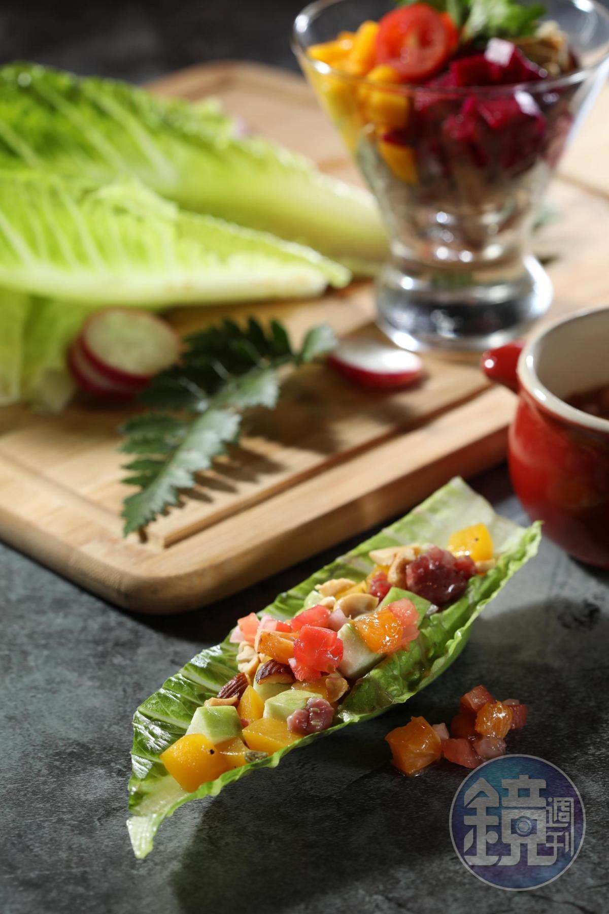 「和牛菓物Sasa」用堅果和蔬果搭配內腿肉,頗鎮暑解膩。(420元/份)