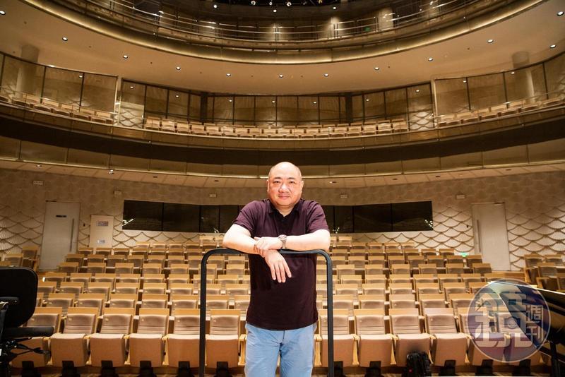 許忠將率領蘇州交響樂團登台表演,詮釋他擅長的法國浪漫派音樂家的作品。