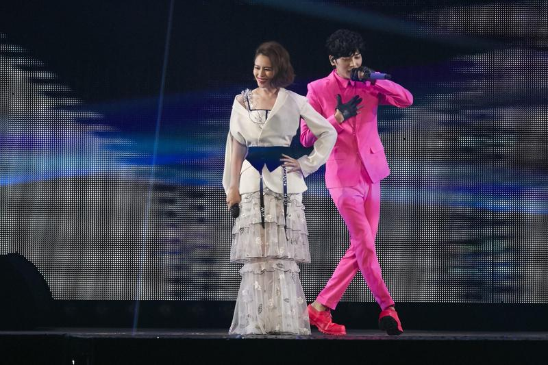 Bii畢書盡高雄場演唱會請到Vivian徐若瑄擔任嘉賓,讓他樂得想將舞台裝珍藏。(JUSTLIVE 就是現場提供)