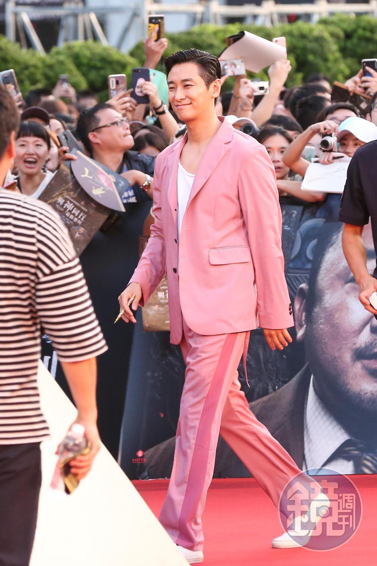 朱智勳身高188公分,在紅毯上超級醒目。