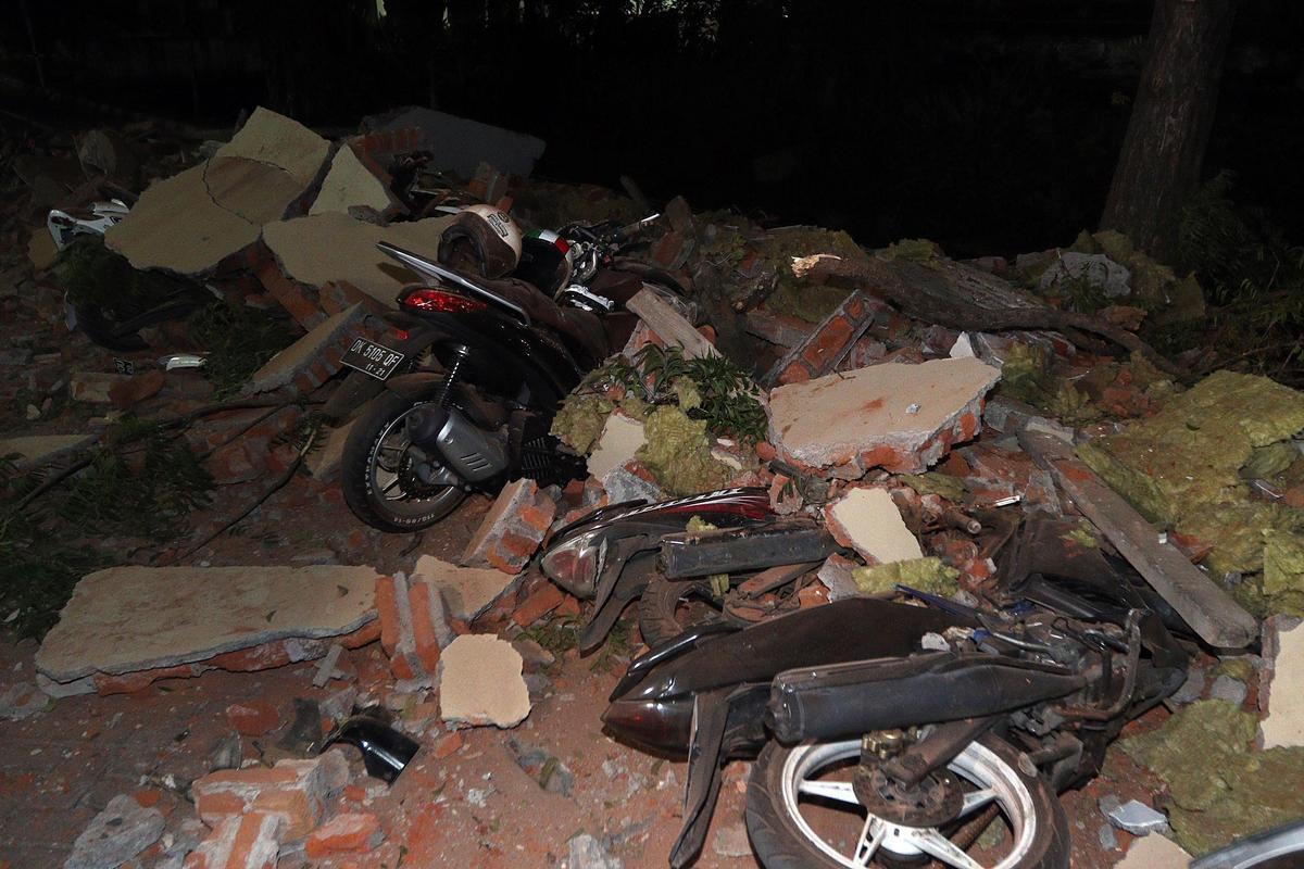 印尼龍目島7.0強震目前已造成82人罹難,還有數以千計的房屋受損。(東方IC)