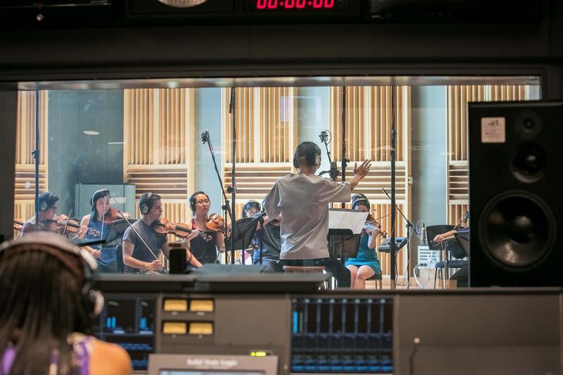 波士頓弦樂團透過越洋視訊將演奏錄音實況傳送到台北。(積木影像提供)