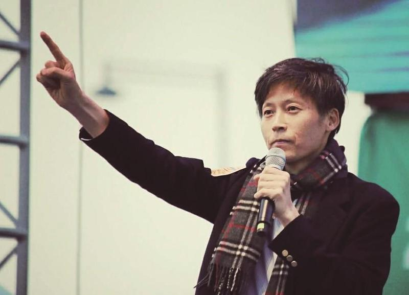 李容馬在2017年3月11日的第20次燭光集會中發言:「我呼籲應將檢察廳和公營廣播的人事權還給公民。」(由大塊文化提供)