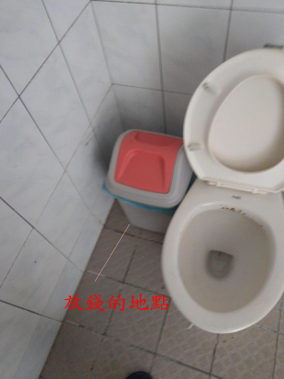 將包裹置放於公共廁所、置物櫃等處製造偵察斷點躲避警方查緝。(刑事局提供)