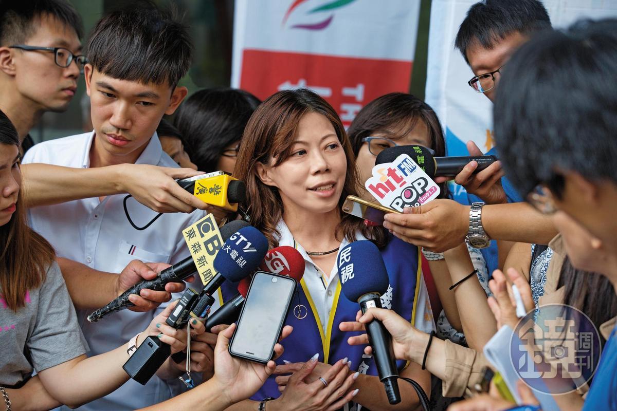 桃園市機師工會理事長李信燕本身也是長榮機師,強調工會不排除中秋節罷工,但會有預告期。