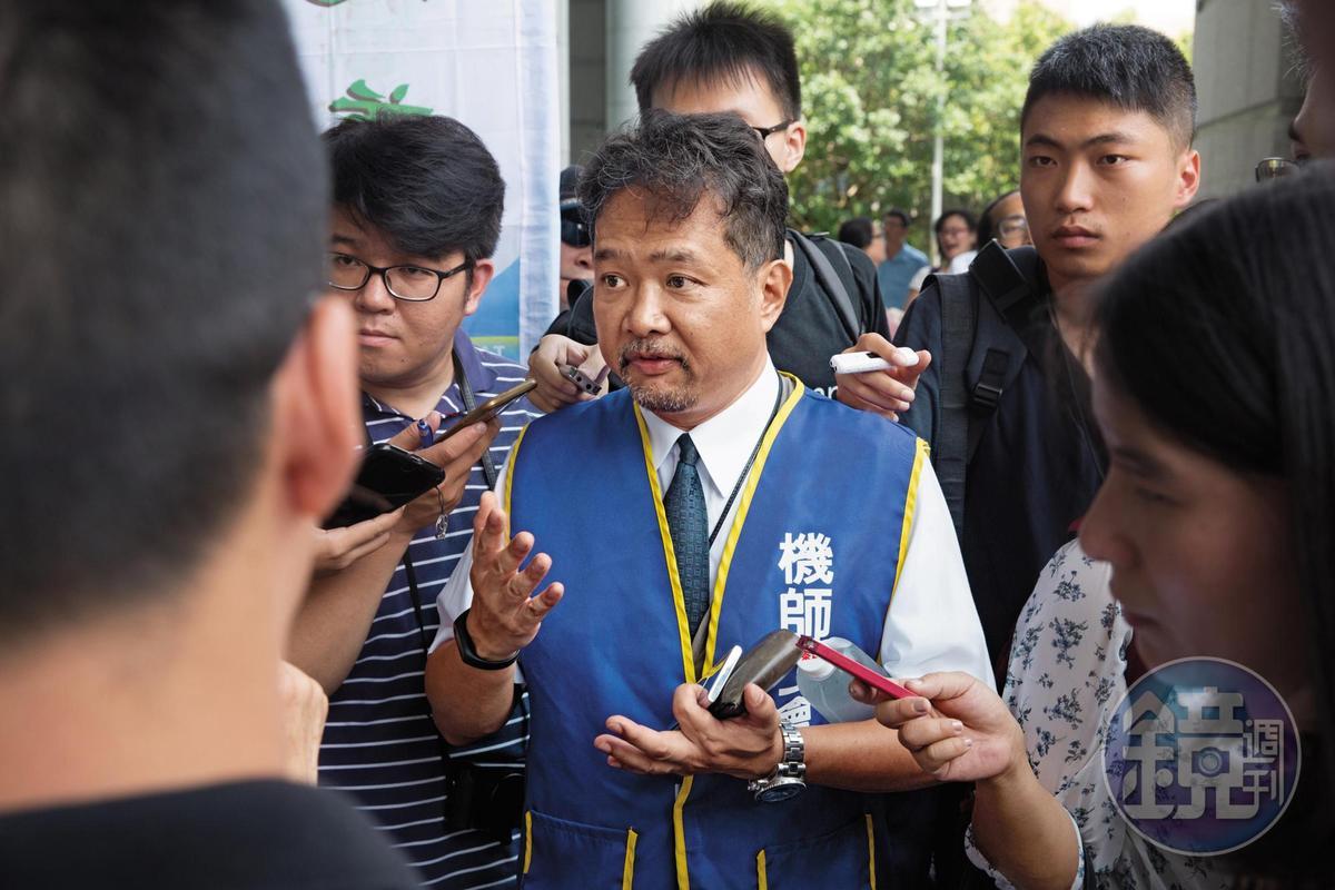 機師工會常務理事、前理事長陳祥麟也是華航機師,他強調爭議協商過程公司寸步不讓,舉行罷工投票是不得已之下的結果。