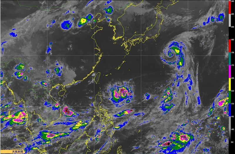 台灣東南方有熱帶性低氣壓正在發展中,不排除生成為今年第14號颱風「摩羯」。(翻攝自氣象達人彭啟明粉專)