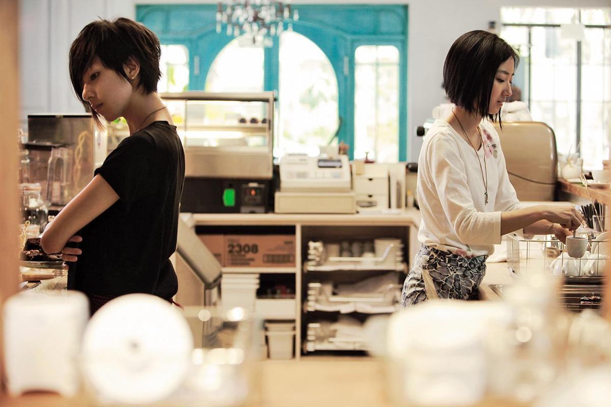 桂綸鎂(右)與林辰唏主演的《第36個故事》散發青春都會氣息。(積木影像提供)
