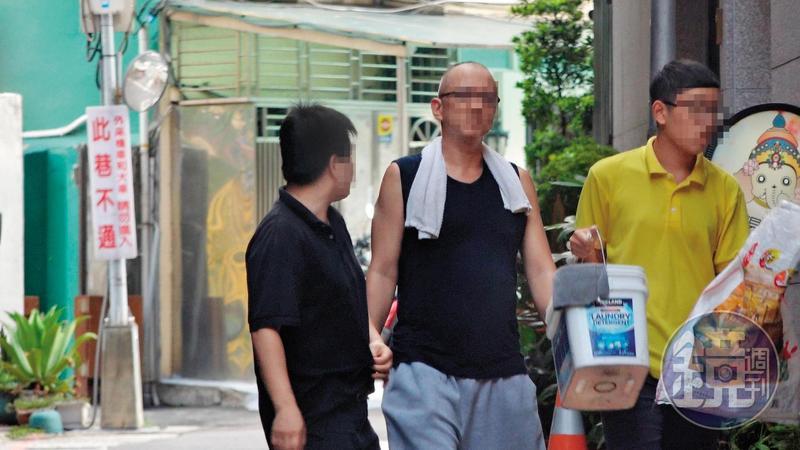 保一第三大隊警員盧膺中因病請長假,卻在外加盟早午餐店當起老闆。