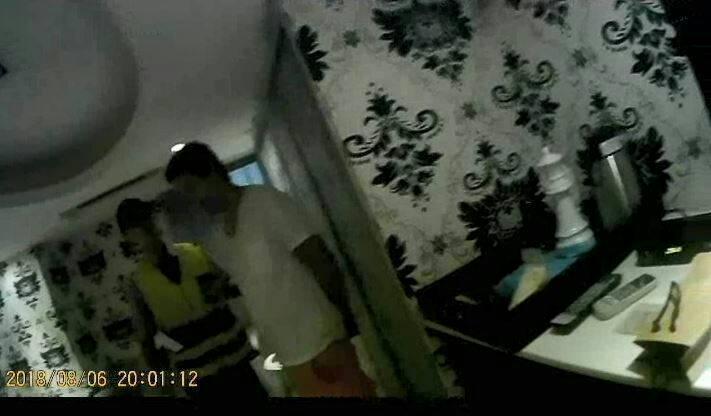 因毒品案通緝在案的41歲左姓通緝犯窩藏昆明街社區大樓日租套房,遭針對社區大樓治安死角問題的「安居緝毒專案」查緝到案。