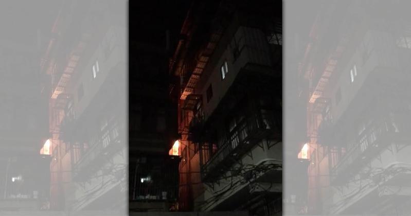 淡水民宅發生火災,起火點疑似是神明廳。(翻攝畫面)