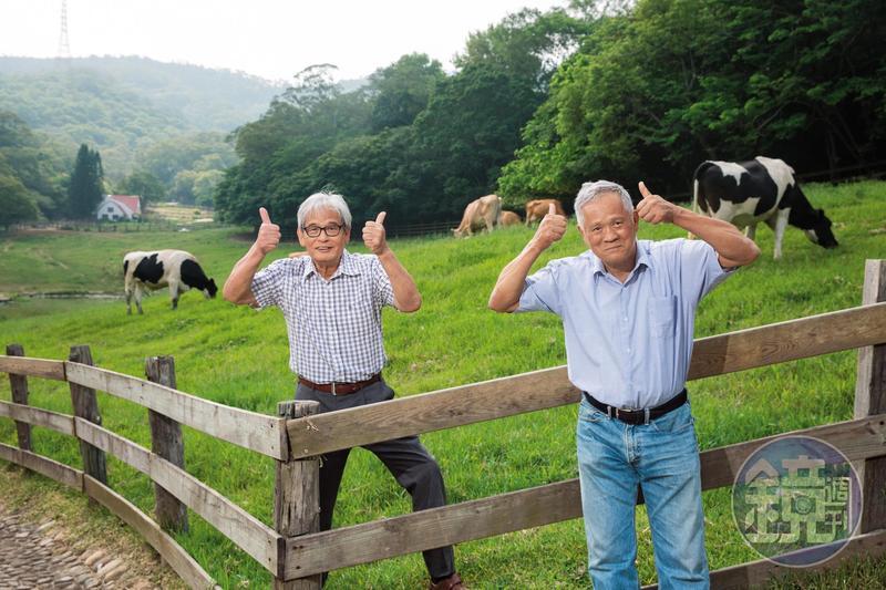 吳敦瑤(右)與施尚斌(左)是第一批公費赴美學習養牛的台青,返台後在苗栗通霄開墾中部青年酪農村,後轉型休閒觀光,打造飛牛牧場。