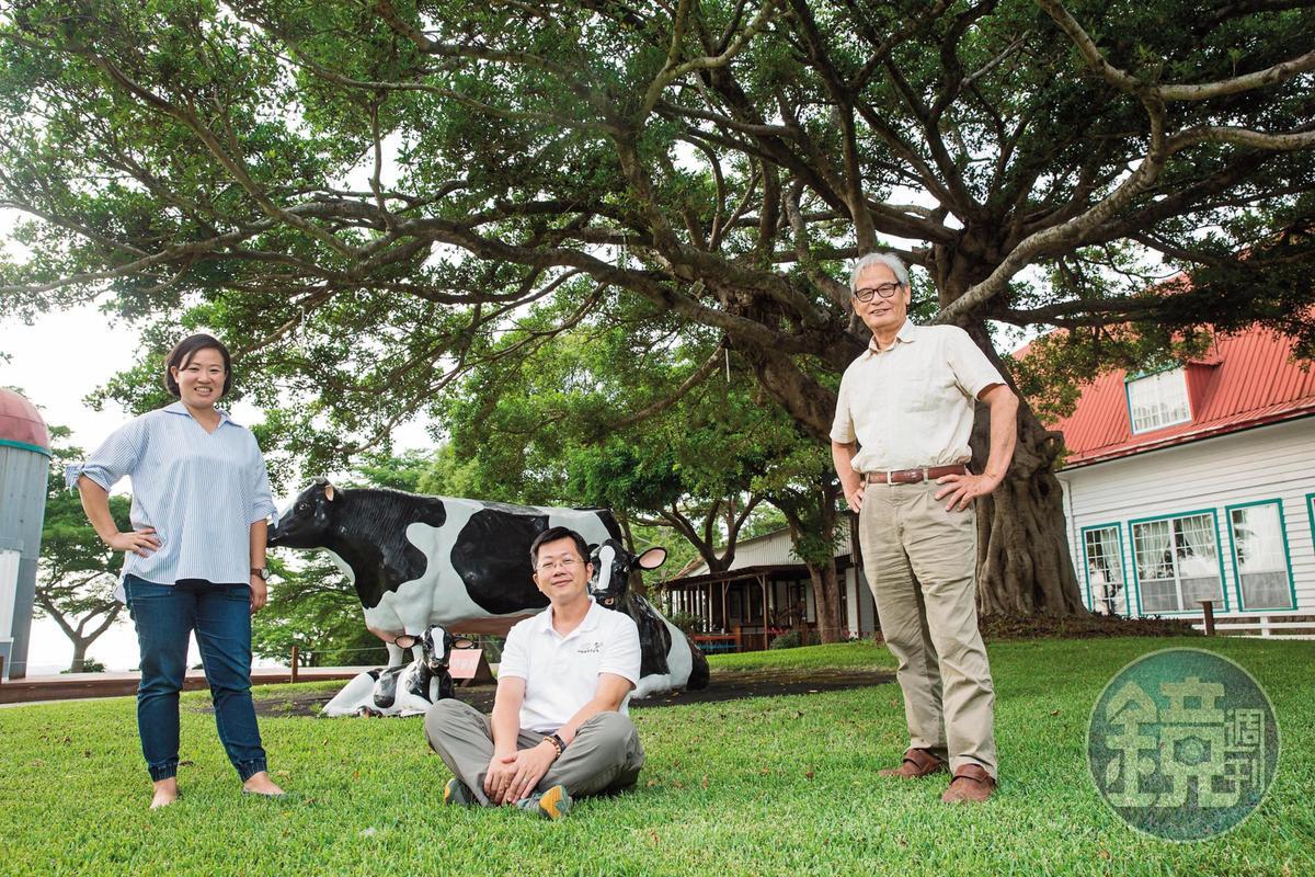 施尚斌(右)把長女施圻臻(左)與女婿莊竣博(中)拉進牧場,負責乳品加工廠事務。