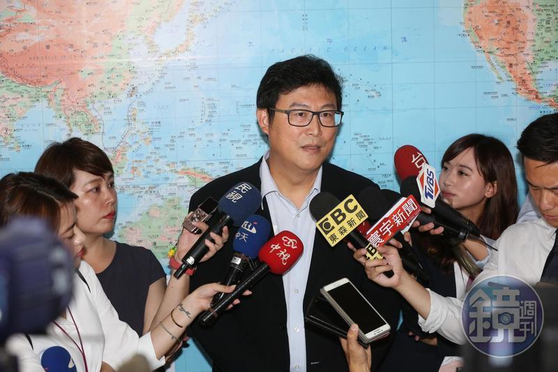 民進黨台北市長參選人姚文智的臉書粉絲專頁今突關閉,引發網友熱議。