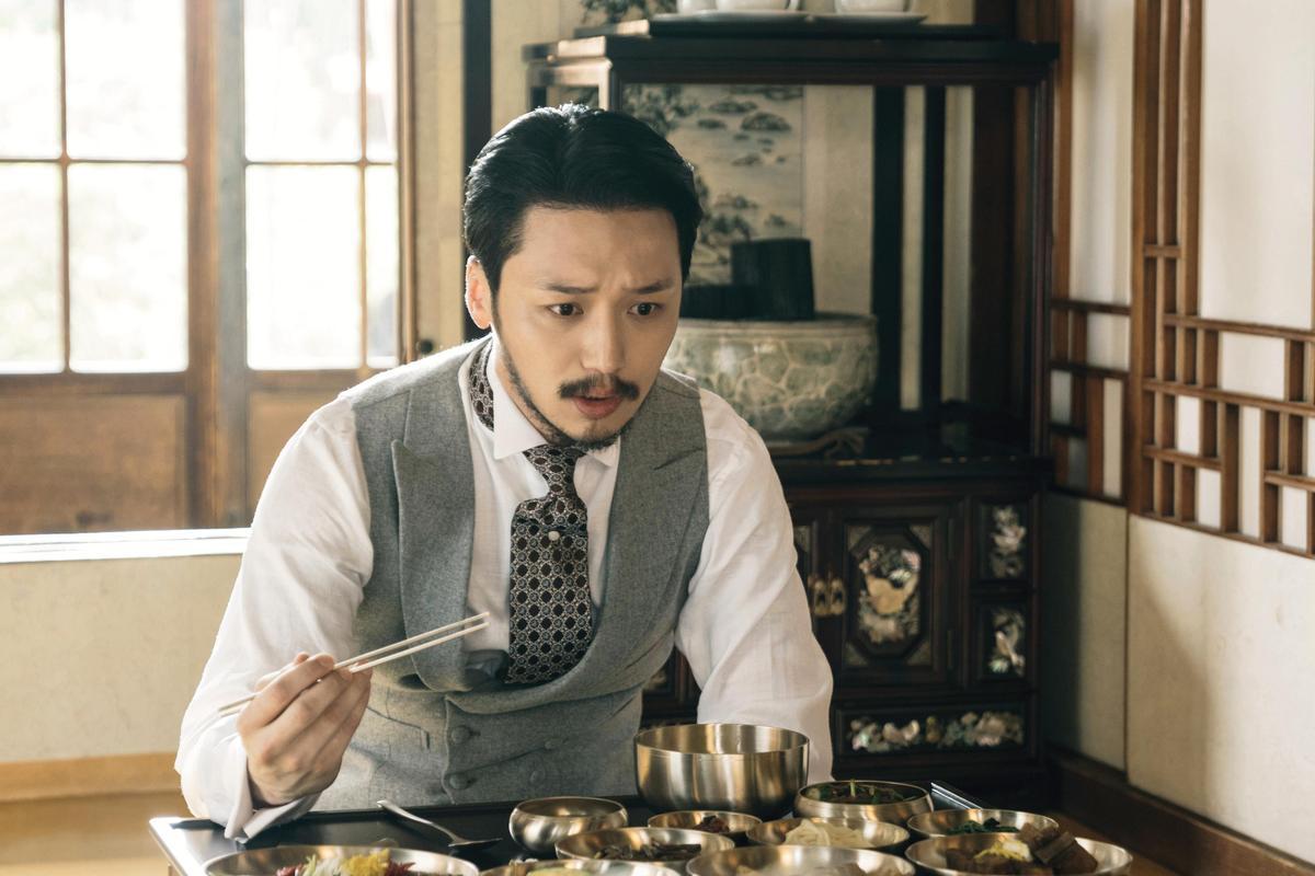 卞約漢在《陽光先生》以鬍子造型給大家不一樣的感覺。(Netflix提供)