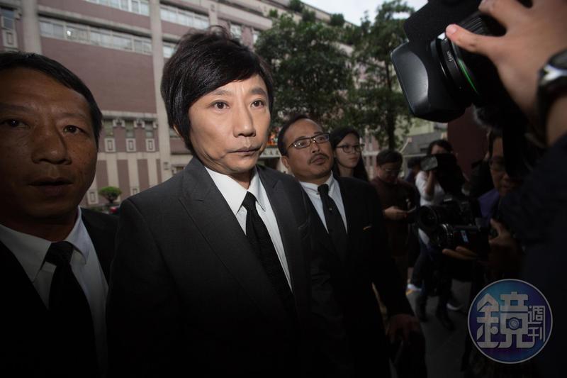 藝人秦偉遭控性侵女粉絲等,共計8名被害人,對其中3名受害人犯行明確,各判4年,合併執行8年,其餘5案事證不足判無罪。