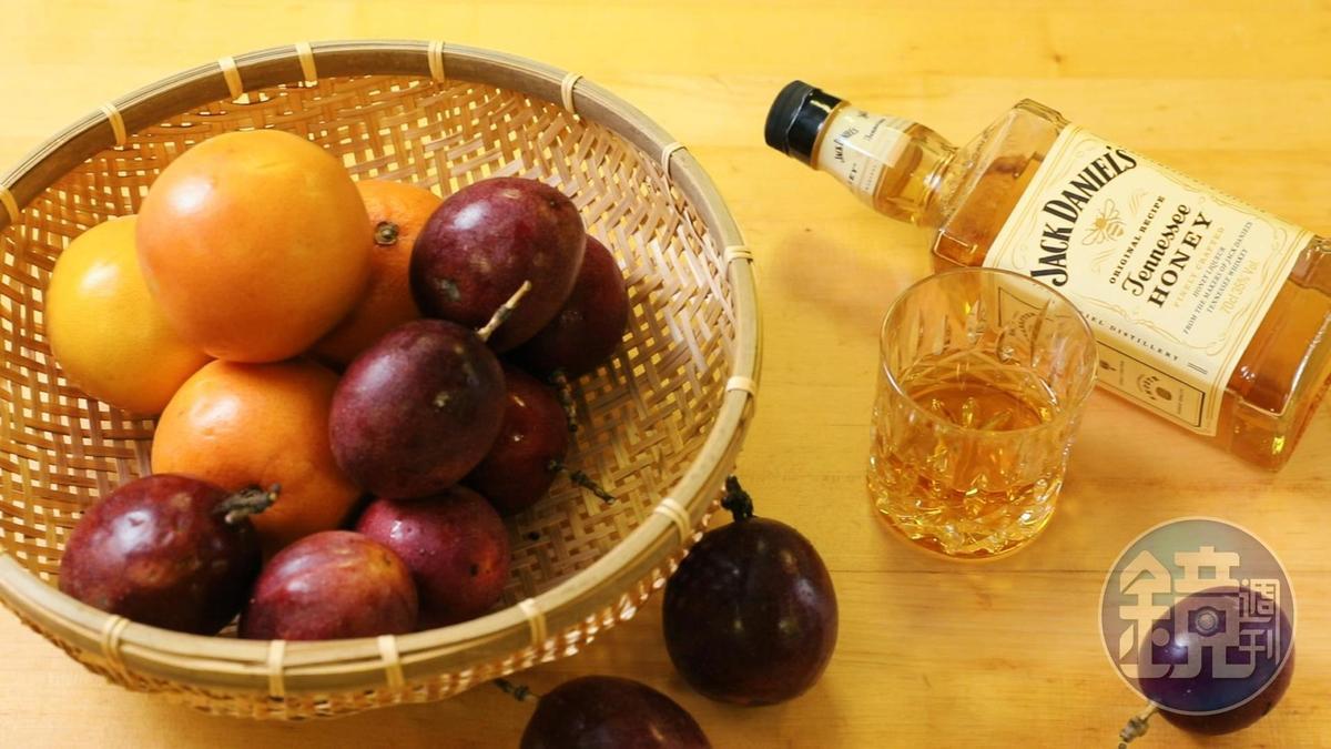「Jack Daniel's Honey蜂蜜風味威士忌」可以把酸味鮮明的水果轉化為圓融的口感 。