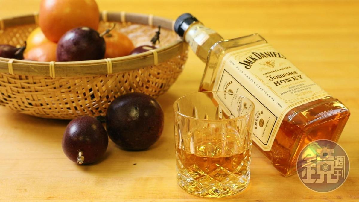 今夏情人節,跟著任樂軒倒一杯威士忌入甜點,為愛情升溫。