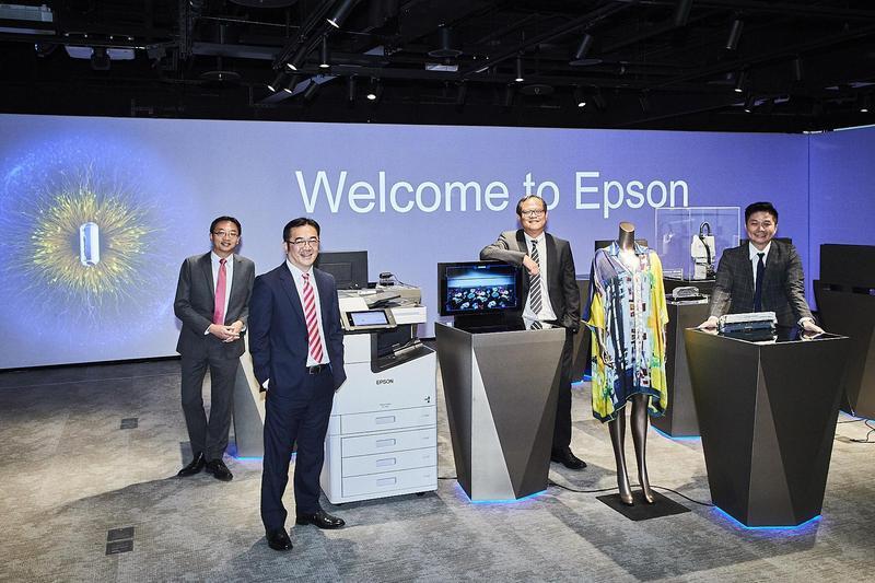 日本噴墨印表機大廠愛普生,宣示從消費性商品轉向辦公室列印、產業印刷、雷射工程投影機及機械手臂4大領域。(EPSON提供)