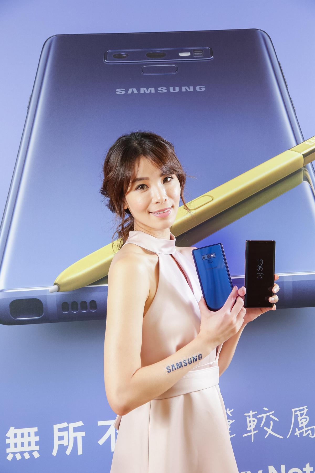 最被用戶喜愛的手寫筆S Pen,加入電容充電技術的S Pen,不但支援藍芽,還能夠可遠端操作相機拍照或投影片展示。(台灣三星提供)