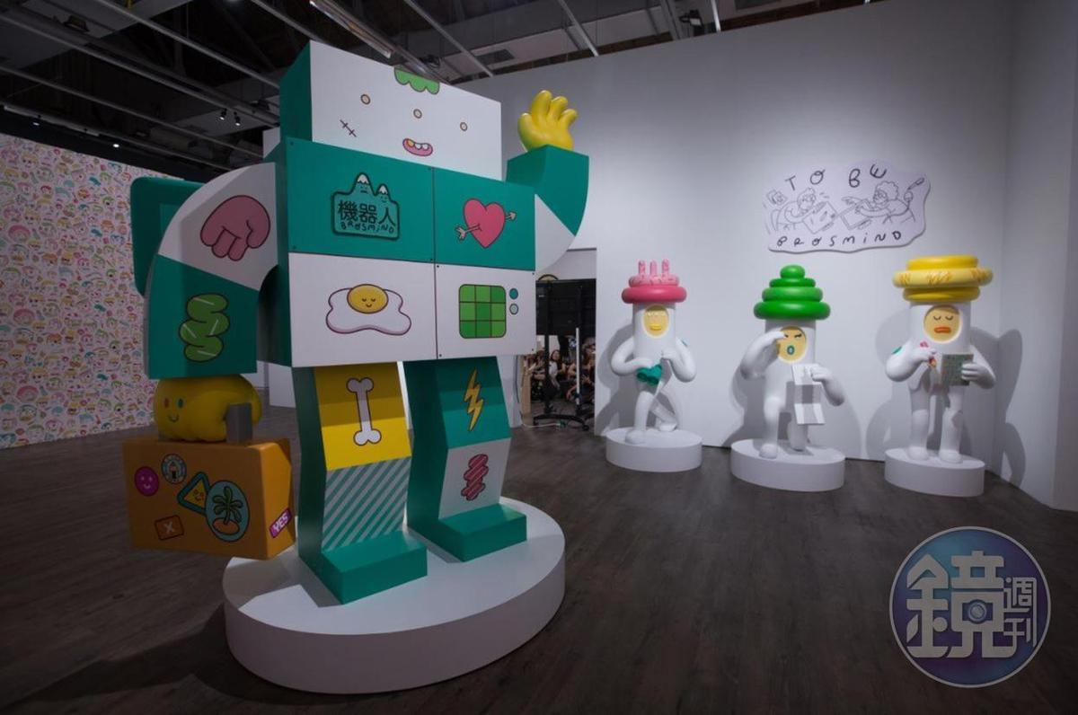 展場的機器人和宇宙探險隊員,都是為巡迴展台灣首站打造的。