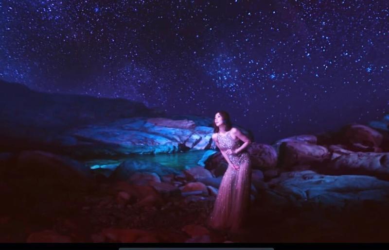 久未發粵語專輯的鄭秀文,最新歌曲〈千年如一日〉已可在官方網站欣賞。(鄭秀文臉書提供)