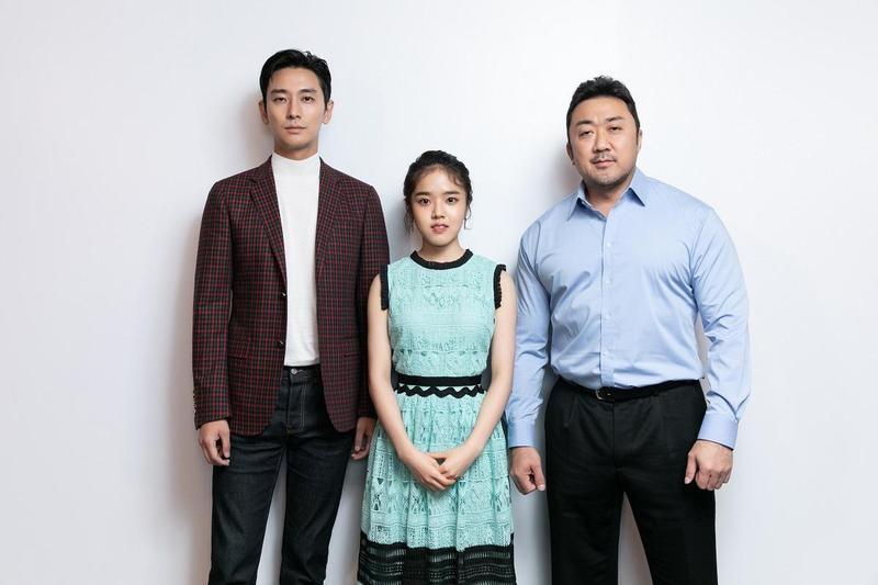 朱智勛(左起)、金香起、馬東石為《與神同行:最終審判》來台宣傳,上映2天來台北市票房已突破2,100萬元。(采昌國際多媒體提供)
