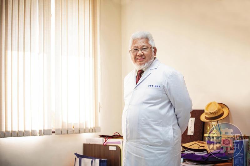 2015年開始,黃勝堅接任聯合醫院總院長,推動居家安寧計畫,深入台北的老舊社區中。