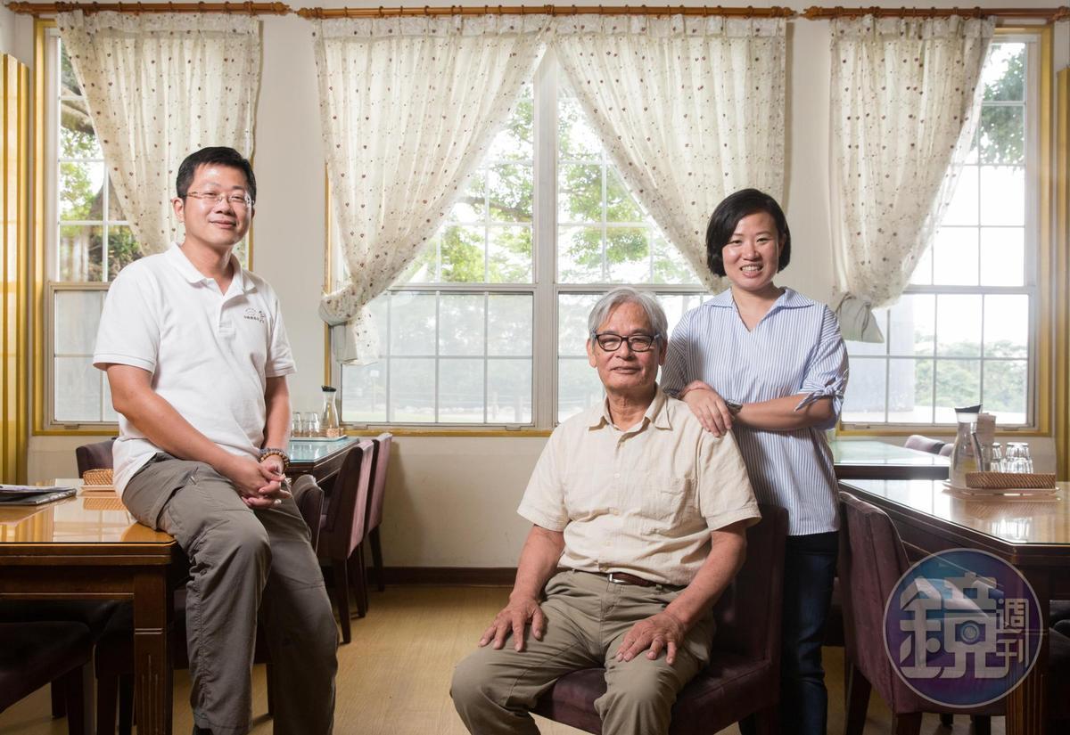 飛牛牧場主人家之一的施尚斌(中),把女兒施圻臻(右)、女婿莊竣博(左)也拉進牧場一同經營。