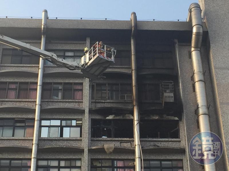 衛福部台北醫院今(13日)凌晨4時許驚傳火警,7樓護理之家7A23病房的235號床起火,詳細原因尚在調查中。