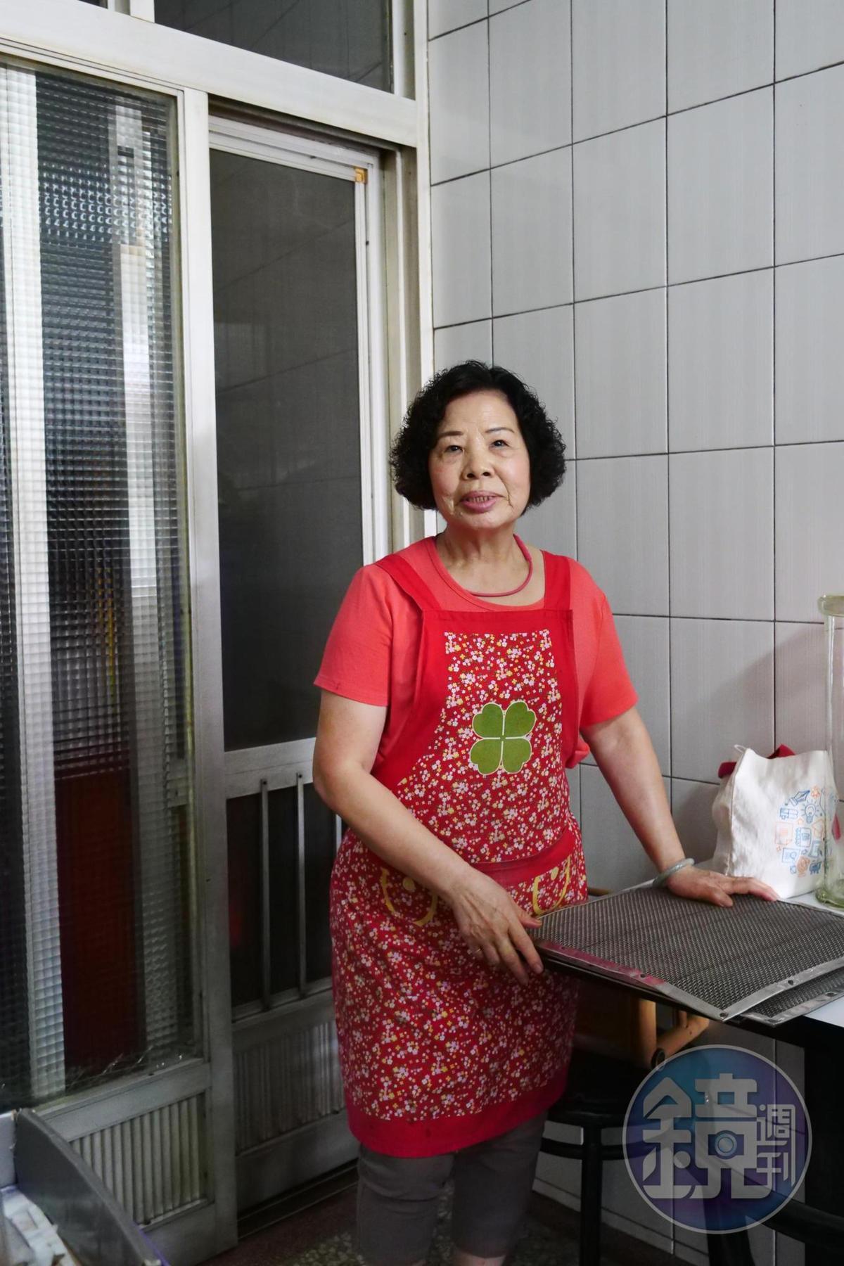 老闆娘遵循古法製作楊桃湯。