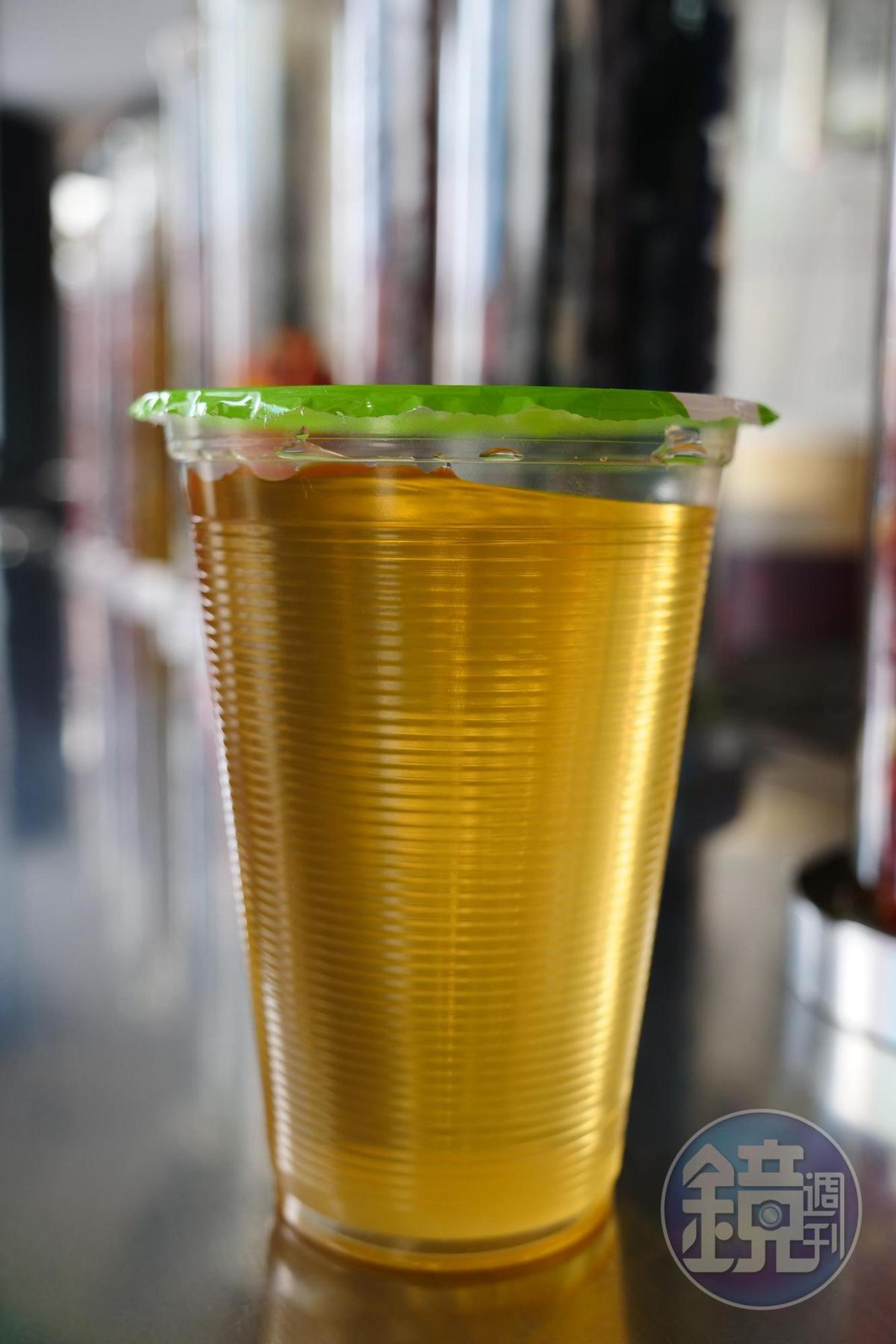 鹹楊桃湯專治失聲喉嚨痛。(50元/杯)