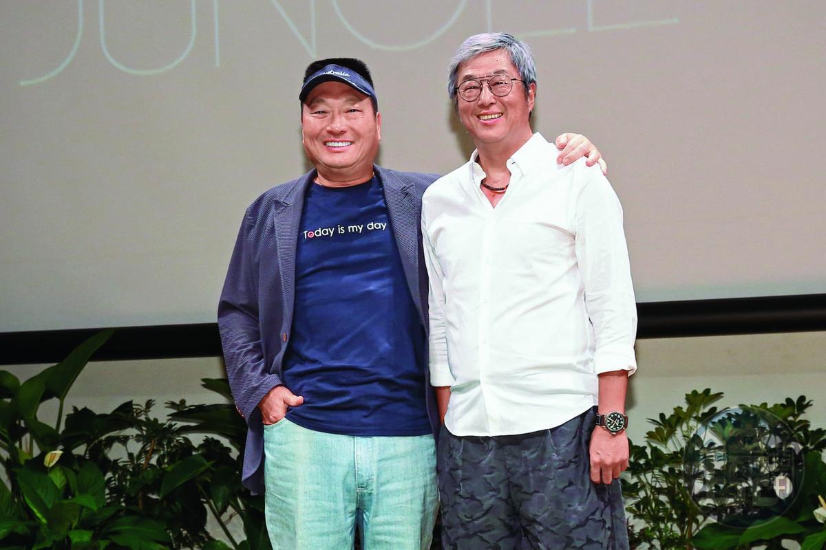 東森集團總裁王令麟(左)與綜藝界天王製作人王偉忠聯手促成《聲林之王》節目。