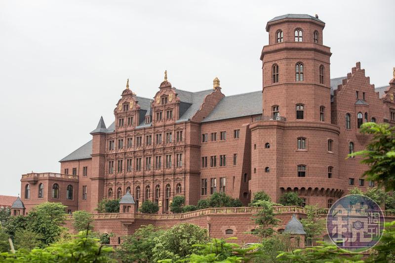 華為新總部洋溢濃厚的歐洲華麗建築風格。