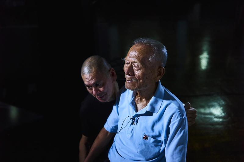 蔡明亮(左)導演的《你的臉》獲邀在紐約影展「Projection」單元映演。(汯呄霖電影提供/攝影/張鍾元)