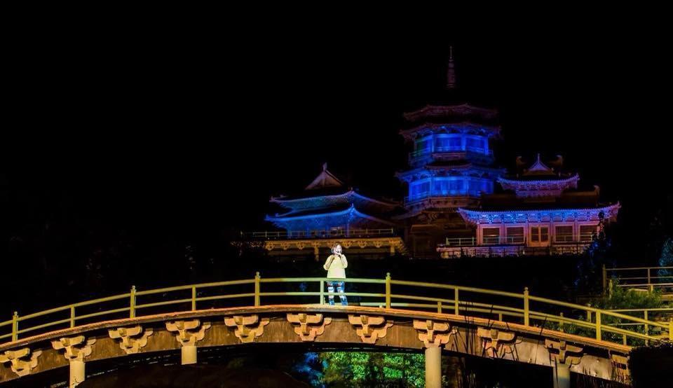 金曲歌后官靈芝前往少林寺旅遊,卻意外受邀上台演唱。(獨一無二娛樂提供)