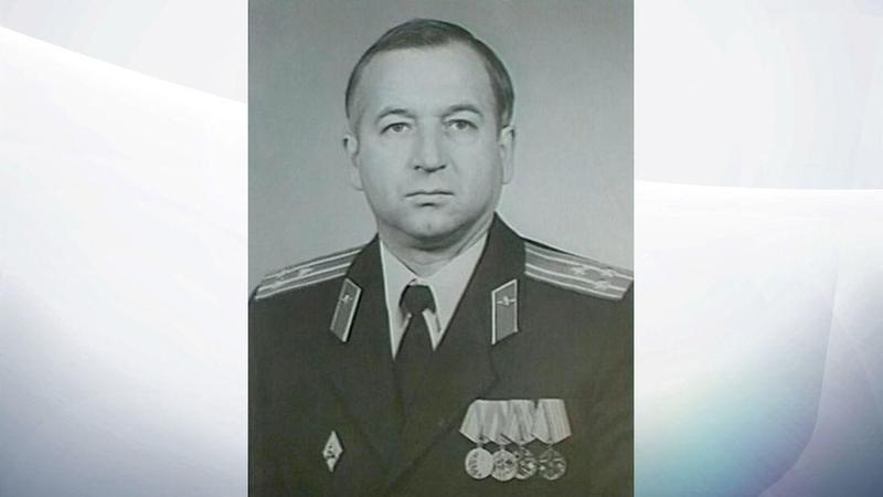 出身「格魯烏」的史克里帕爾,因擔任英國雙面諜遭俄國逮捕,之後被拔除上校官階並入獄服刑。(維基百科)