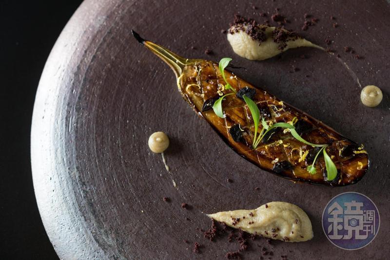 把圓型紫茄當成肉排般珍貴得料理,「Orchid Restaurant 蘭」這回在「大蔬無界」的聯手餐會上,也會端出絕美的蔬食菜色。