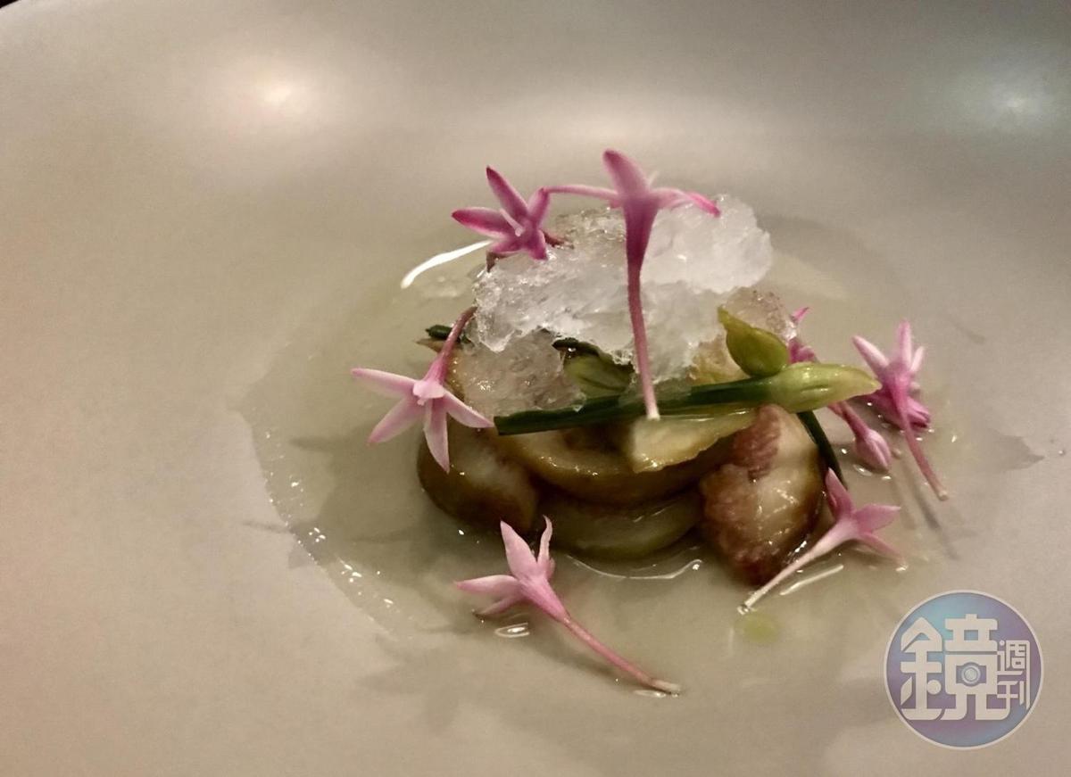 「JE Kitchen」的新菜色「無花果、韭菜、清酒」,有高酸度風味。