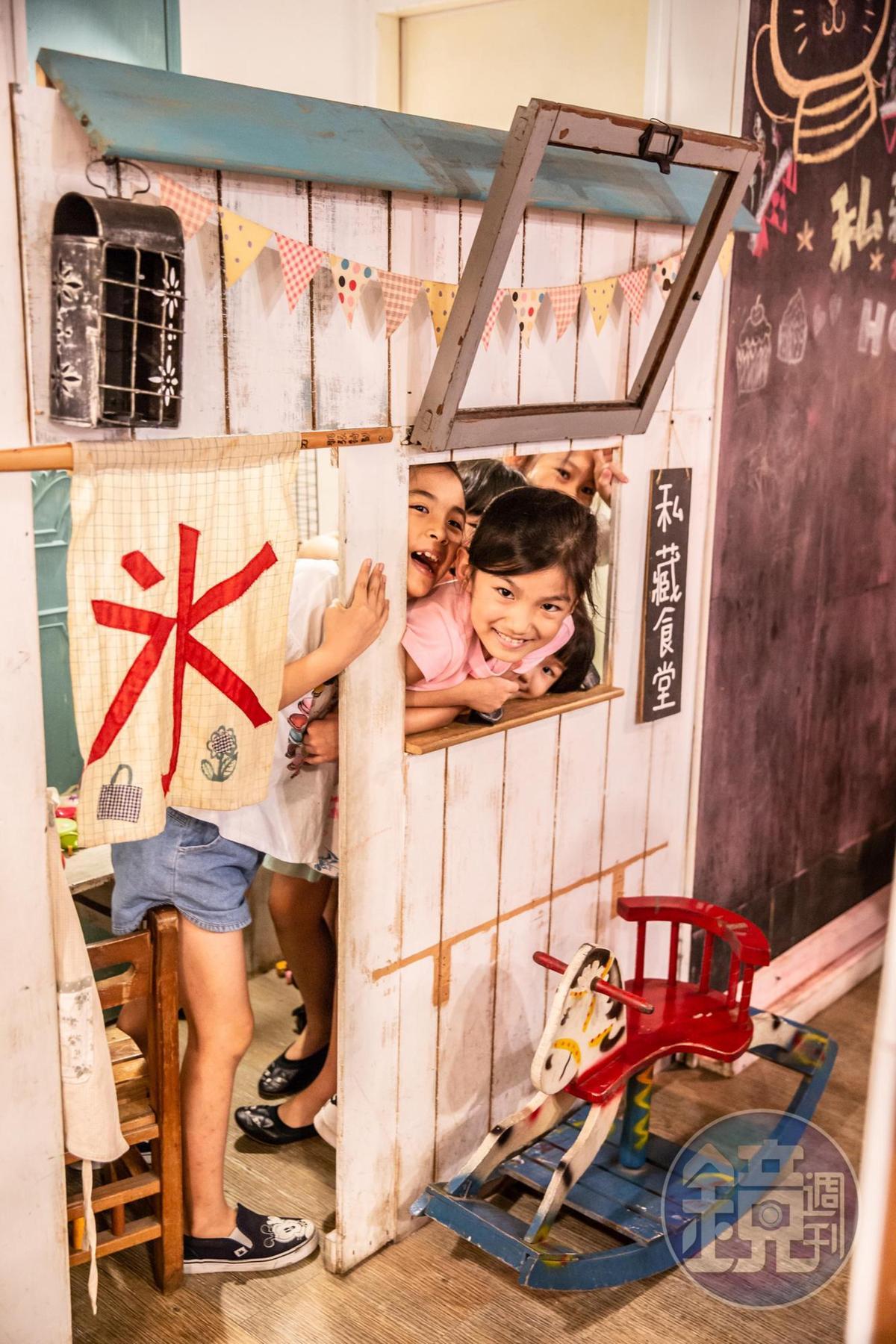店裡設有讓小朋友玩扮家家酒的迷你食堂。