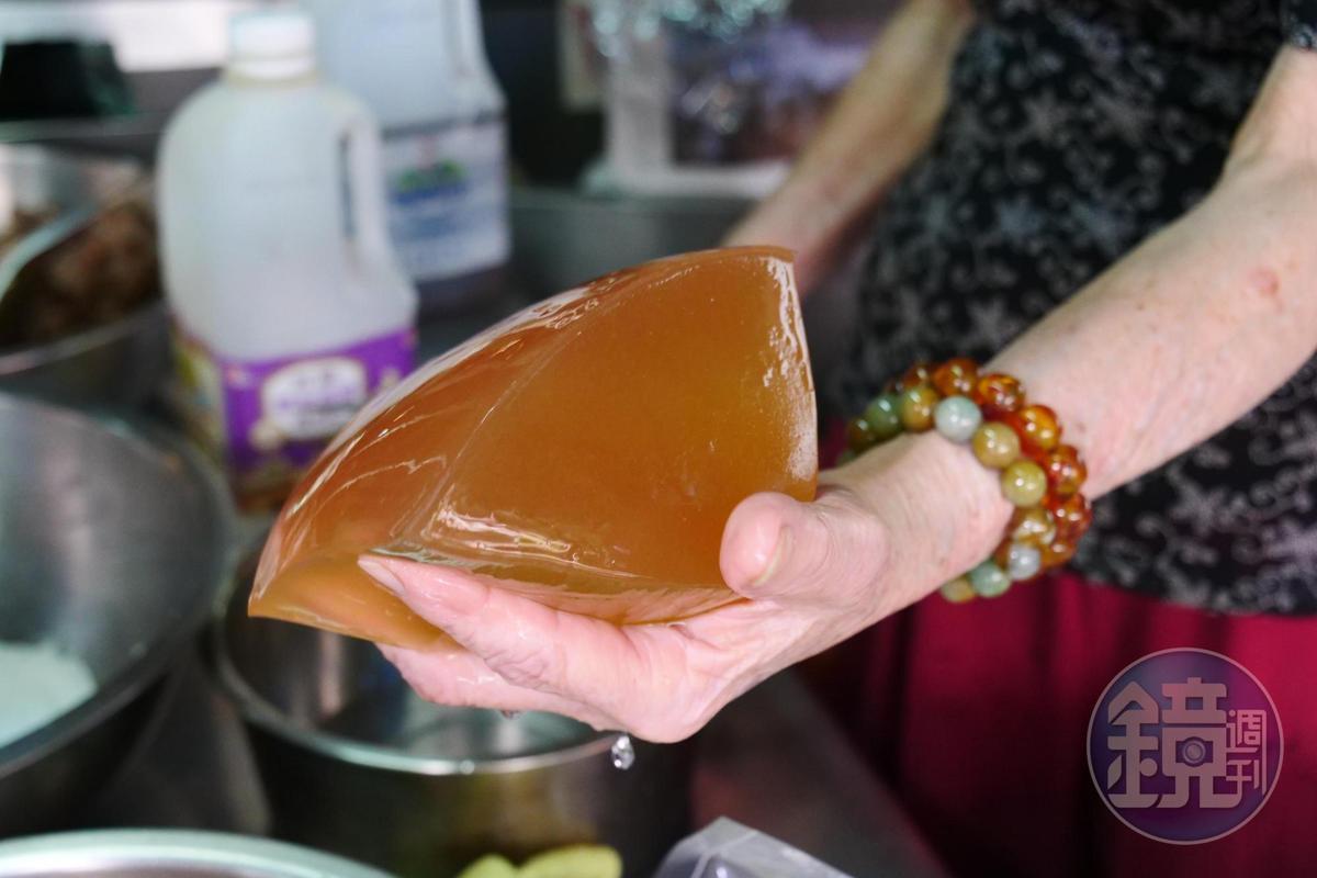 手洗愛玉籽Q彈軟嫩。