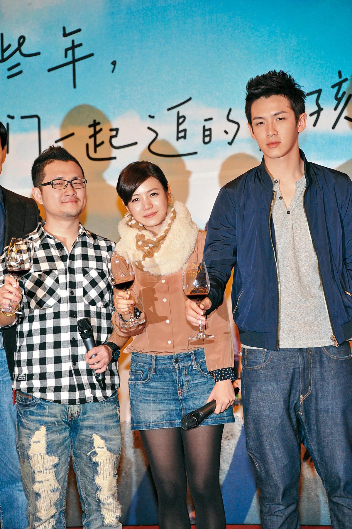 傳出柯震東(右)要升格當製作人,他找了把他捧紅的導演九把刀(左)來合作。中為陳妍希。(東方IC)