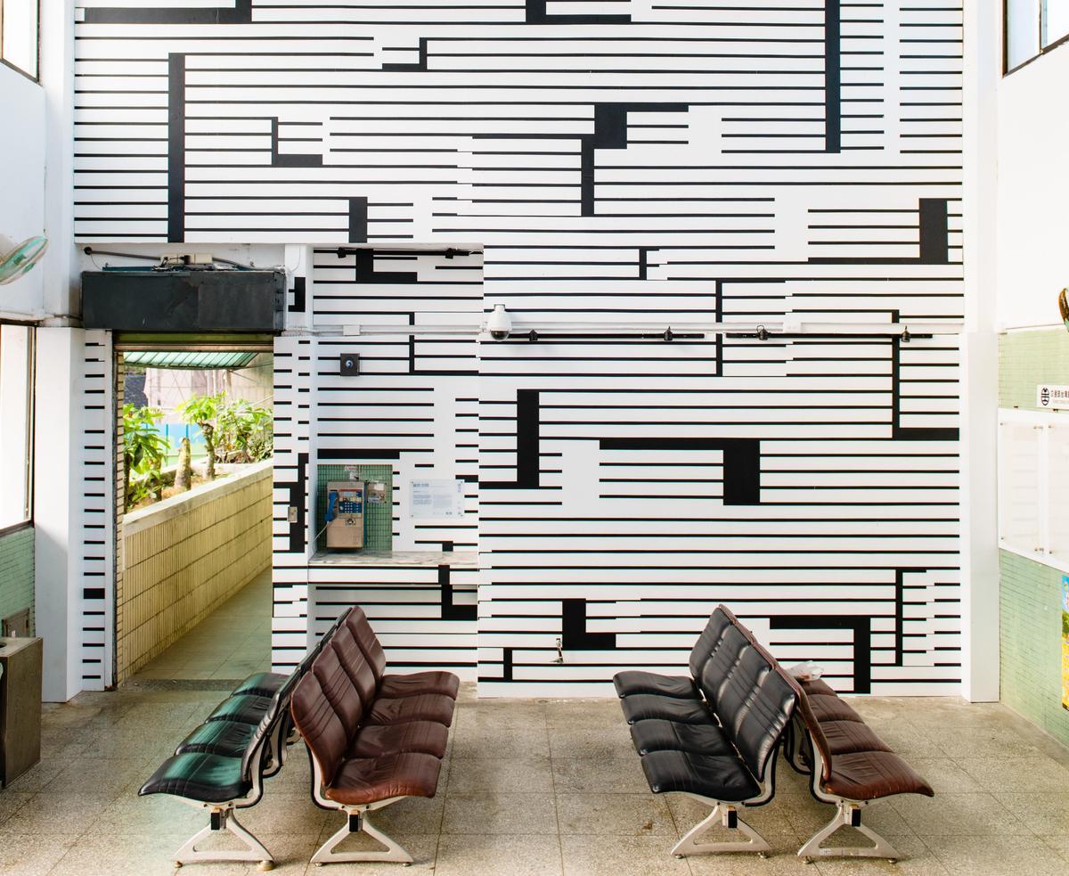慣於於探索抽象含義的義大利裝置藝術家,在金崙車站打造出簡約的「線性空間」。(圖片提供/山冶計畫)