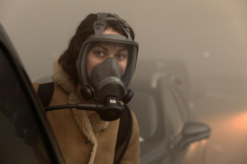 歐嘉柯瑞蘭蔻表示戴著防毒面具演戲的難度高很多,看不清東西,講台詞也很難講清楚,更影響聽覺。(甲上提供)