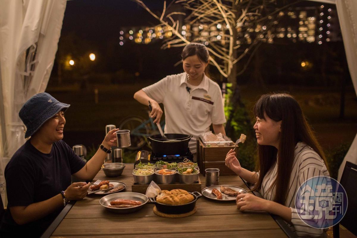 晚餐有露營管家會來烹煮料理。