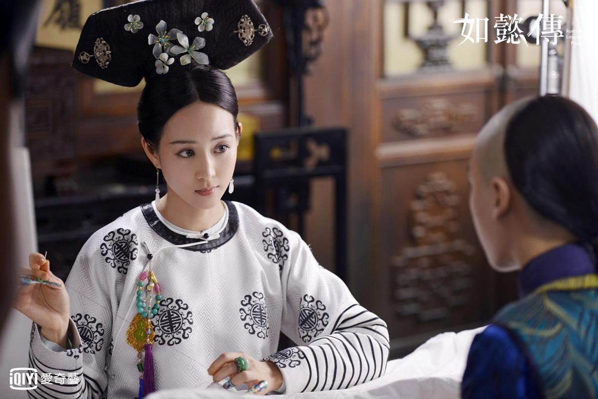 張鈞甯在《如懿傳》演出海常在,被高貴妃瘋狂霸凌,幸得如懿相救。(愛奇藝台灣站提供)